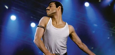 Performance, Music artist, Performing arts, Arm, Singer, Muscle, Singing, Music, Event, Human body,