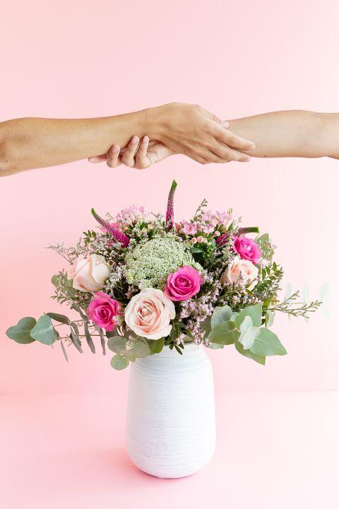 Ramo de rosas por el Día Mundial Contra el Cáncer de Mama