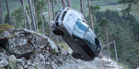 range rover svr escena en 007 sin tiempo para morir
