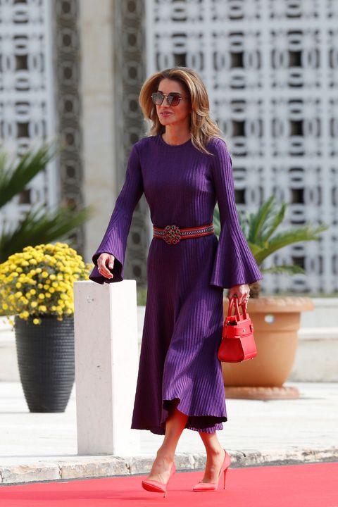 Rania de Jordania causa sensación con su estilo