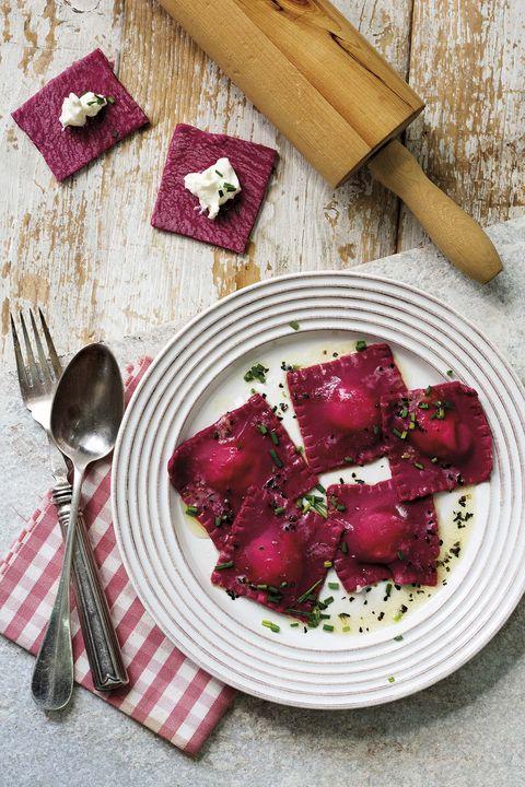 raviolis de remolacha con ricotta