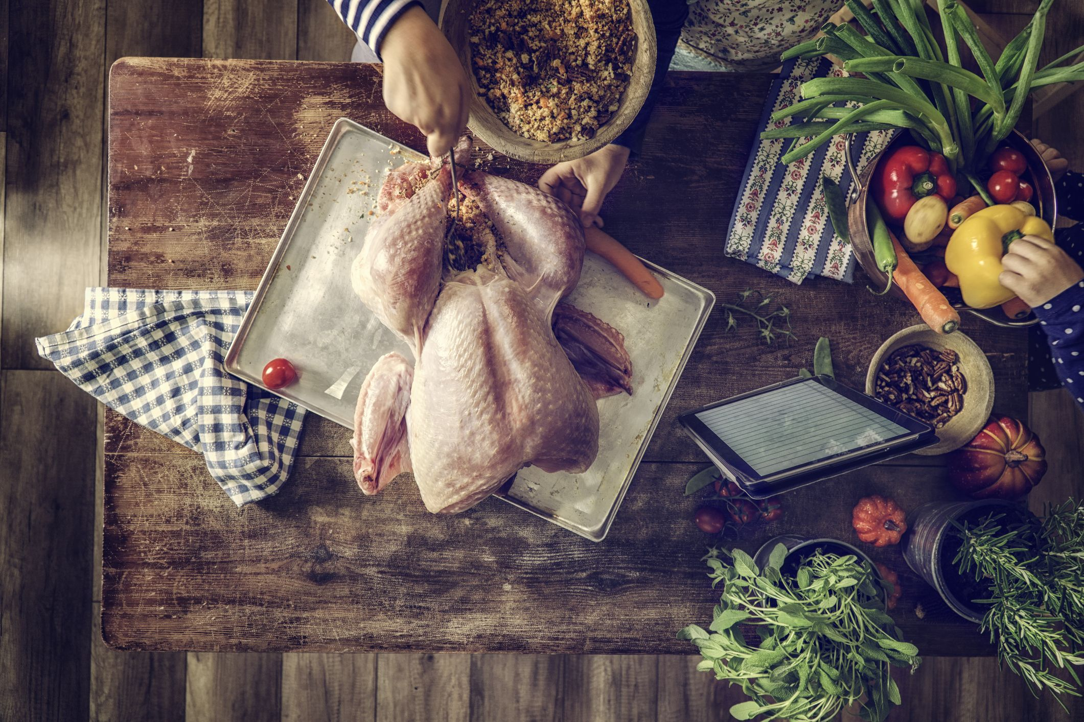 Here's How to Pull Off a Stress-Free Thanksgiving — Yup, For Real!