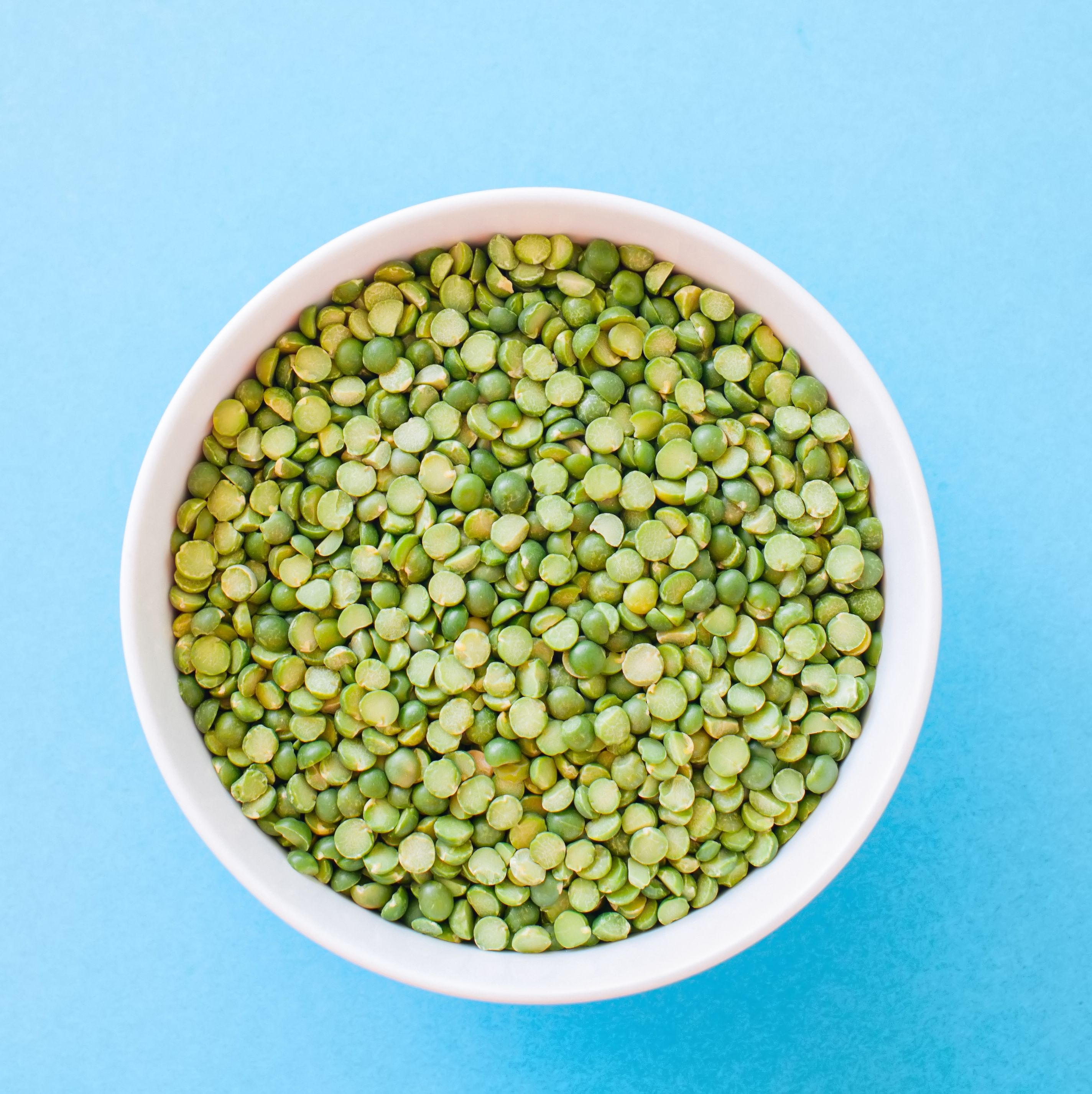 Raw uncooked green peas
