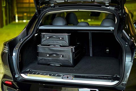 Aston Martin DBX luggage compartment