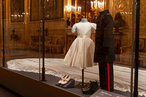 Meghan Markle\'s Wedding Dress On Display - Inside The Duke and ...