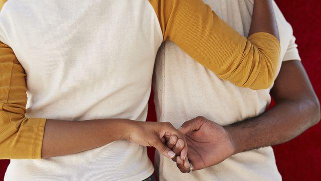 夫婦関係を維持し、お互いを尊重しながらも婚外交渉を認めるという「オープンマリッジ」。日本ではまだ認知度が低いものの、欧米では広く知られる概念で、中には実践するカップルも! 本記事では、オープンマリッジの経験者である作家が「縛られない夫婦関係によって得られたこと」を赤裸々に告白します。夫婦関係に変化が…