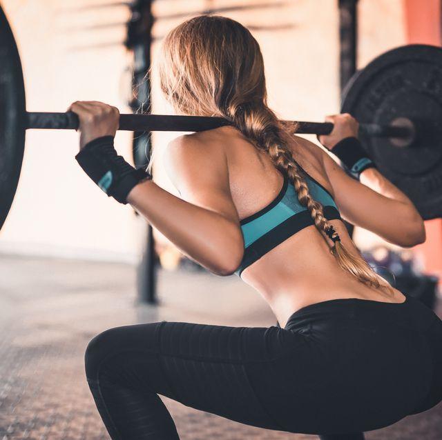 المنظر الخلفي، بسبب، المرأة، رفع، الأوزان، إلى داخل، قاعة رياضة