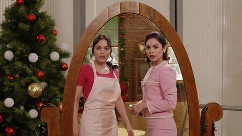 vannesa hudgens por duplicado frente al espejo en recambio de princesa