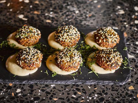 falafel bij restaurant bardak in amsterdam
