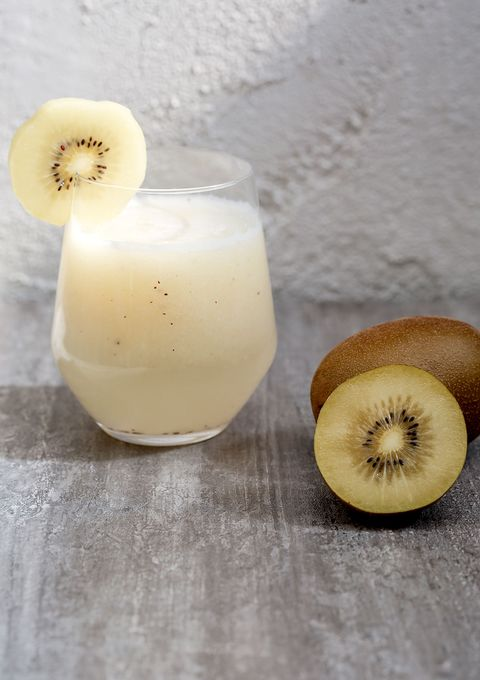 te enseñamos a preparar paso a paso este delicioso zumo de kiwi y piña