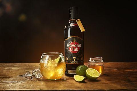 recetas de cócteles y bebidas fáciles para hacer en casa y triunfar en una barbacoa este verano