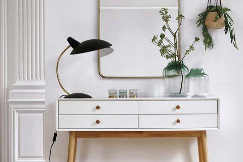 b9a9e563519 Cómo debes decorar un recibidor blanco para convertirlo en un ...