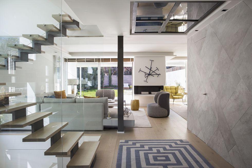 Una casa familiar de ambientes contemporáneos y rebosantes de luz