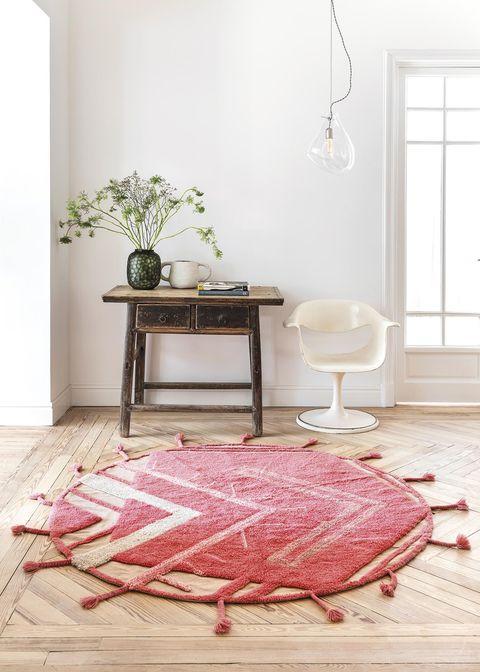 recibidor ecléctico alfombra redonda roja lavable de lorena canals