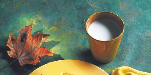 Serveware, Cuisine, Dishware, Ingredient, Leaf, Food, Tableware, Finger food, Cup, Dish,