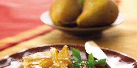 Food, Pear, pear, Ingredient, Tableware, Dishware, Recipe, Plate, Kitchen utensil, Finger food,