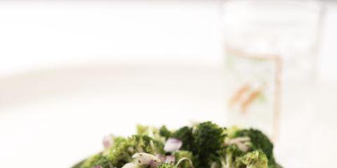 Leaf vegetable, Ingredient, Food, Serveware, Dishware, Produce, Cruciferous vegetables, Broccoli, Vegetable, Tablecloth,