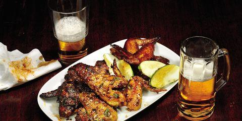 Serveware, Food, Drink, Tableware, Alcohol, Plate, Dishware, Table, Barware, Drinkware,