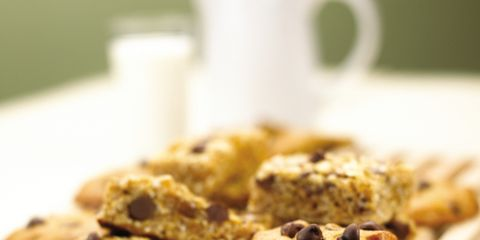 Food, Finger food, Baked goods, Biscuit, Cookies and crackers, Ingredient, Cuisine, Dessert, Chocolate chip cookie, Recipe,