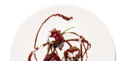 Dishware, Carmine, Maroon, Circle, Still life photography, Plate, Fruit, Produce, Serveware,