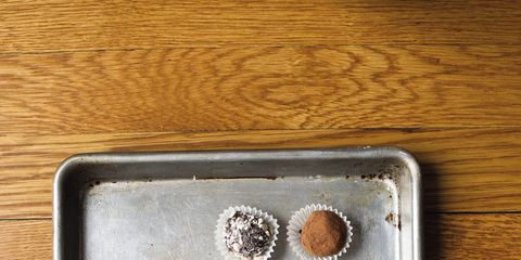 Brown, Serveware, Circle, Kitchen utensil, Still life photography, Wood stain, Silver, Single-origin coffee, Chemical compound, Steel,