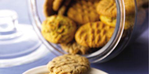 Finger food, Food, Yellow, Biscuit, Cookies and crackers, Baked goods, Cookie, Serveware, Snack, Dessert,