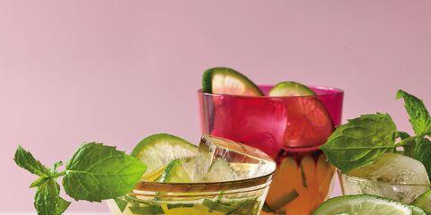 Drink, Tableware, Cocktail, Classic cocktail, Alcoholic beverage, Fruit, Produce, Citrus, Cocktail garnish, Lemon,