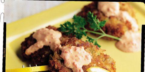 Food, Dishware, Tableware, Plate, Serveware, Cuisine, Citrus, Kitchen utensil, Dish, Garnish,