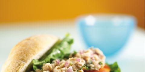 Serveware, Food, Dishware, Finger food, Ingredient, Vegetable, Produce, Cuisine, Sandwich, Tableware,