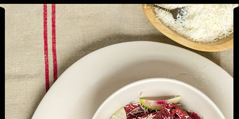 Serveware, Dishware, Food, Ingredient, Magenta, Vegetable, Produce, Red onion, Leaf vegetable, Onion,