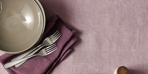 Serveware, Dishware, Food, Leaf vegetable, Produce, Cuisine, Vegetable, Salad, Ingredient, Garnish,