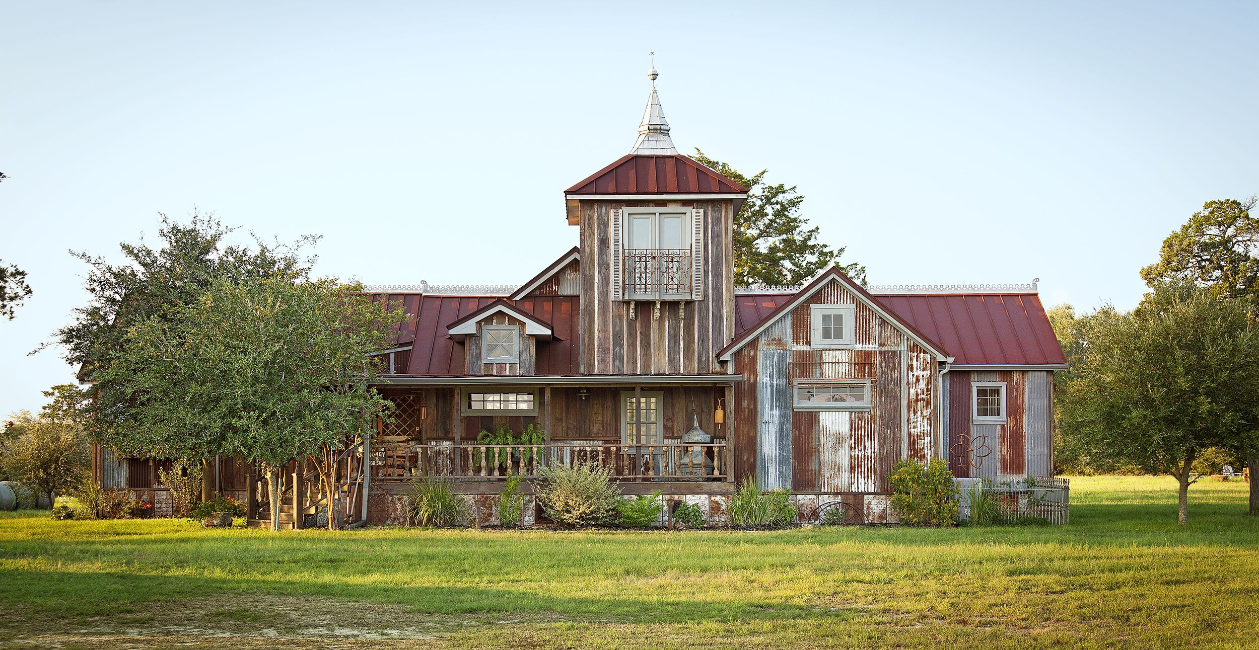 This Rustic Farmhouse Was Built And Decorated Using Almost Entirely Reclaimed Pieces