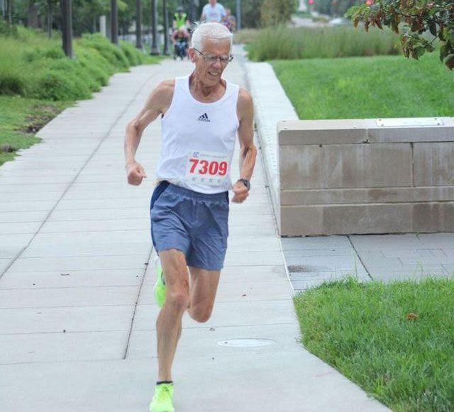 atleta de 75 años, record de la milla