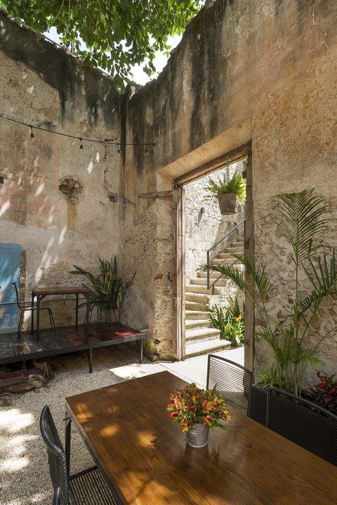 Recuperación Casa Colonial en Calle 64, en Méjico. De Monumento Histórico a restaurante