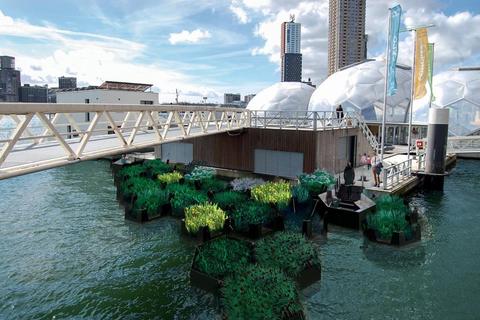 Water, Architecture, Waterway, Bridge, City, Urban area, River, Vehicle, Ferry, Metropolitan area,