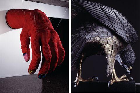 写真左:小名木陽一《赤い手ぶくろ》1976年 写真右:鈴木長吉《十二の鷹》1893年(部分)共に東京国立近代美術館蔵