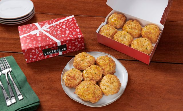 red lobster cheddar bay biscuits, six biscuits on a white plate, six biscuits in a gift box, gift box with red and white design and white bow