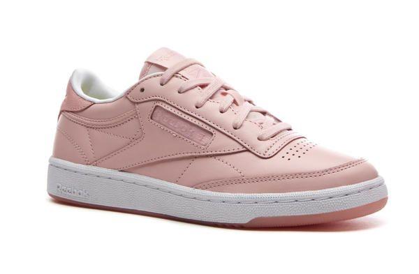 Il colore rosa cipria l'hanno scelto i makeup artist di FACE Stockolm brand  che co-firma questa sneaker per Reebok, la Club C 85, suola semi  trasparente e ...