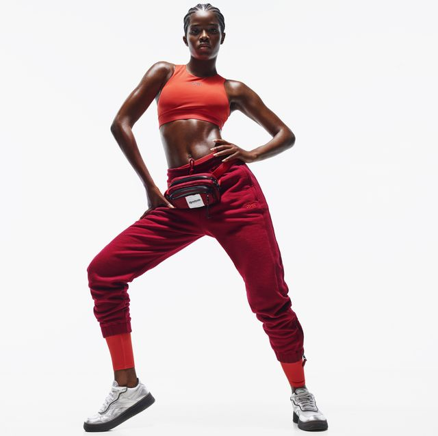 model in athleisure