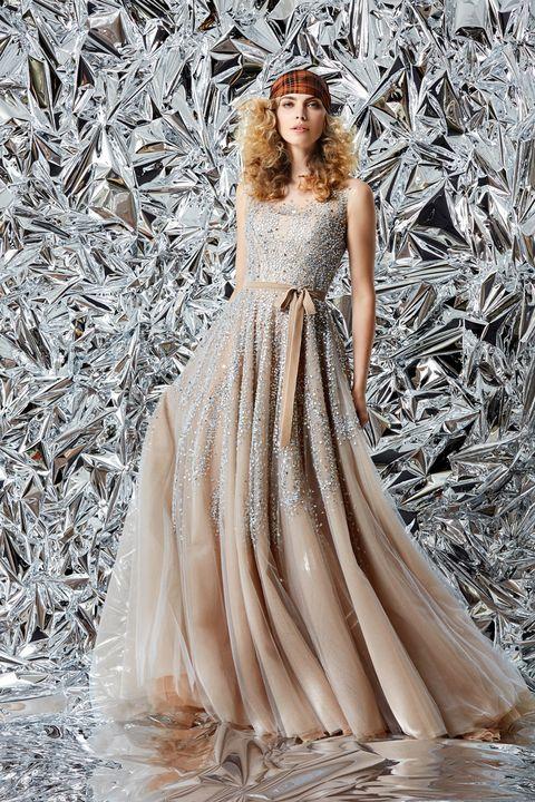 リーム・アクラのニュアンスベージュカラーのドレス