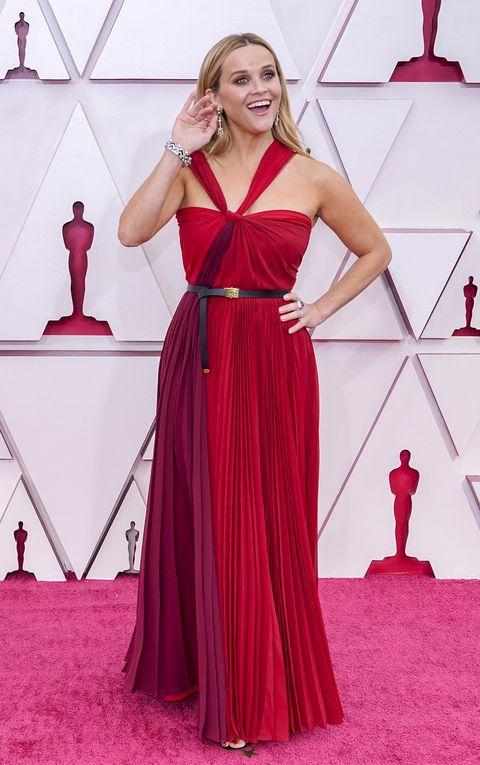 reese witherspoon en la alfombra roja de los oscar de 2021