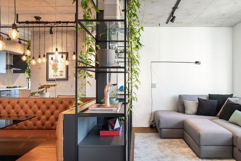 salón abierto al comedor con diseño industrial