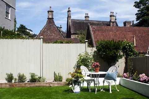 casa victoriana con jardín