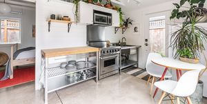 Antiguo garaje transformado en mini casa