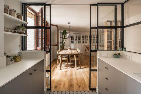 cocina abierta con cerramiento de cristal