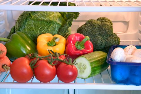 réfrigérateur plein de légumes