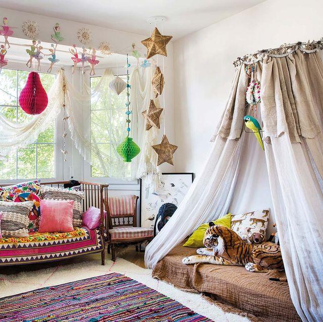 dormitorio infantil de estilo romántico con dosel