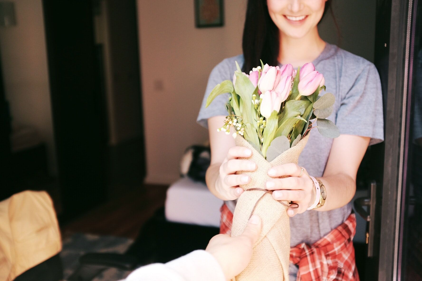 40 regali da fare alla fidanzata per ogni momento speciale, e che celebrano il successo del vostro amore