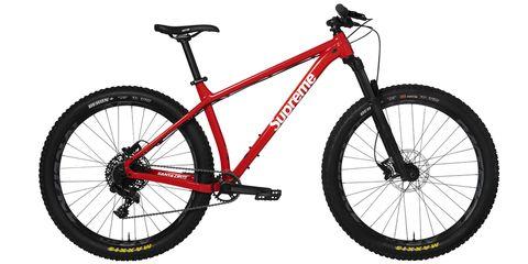 Land vehicle, Bicycle, Bicycle wheel, Bicycle frame, Bicycle part, Bicycle tire, Vehicle, Spoke, Bicycle drivetrain part, Bicycle fork,