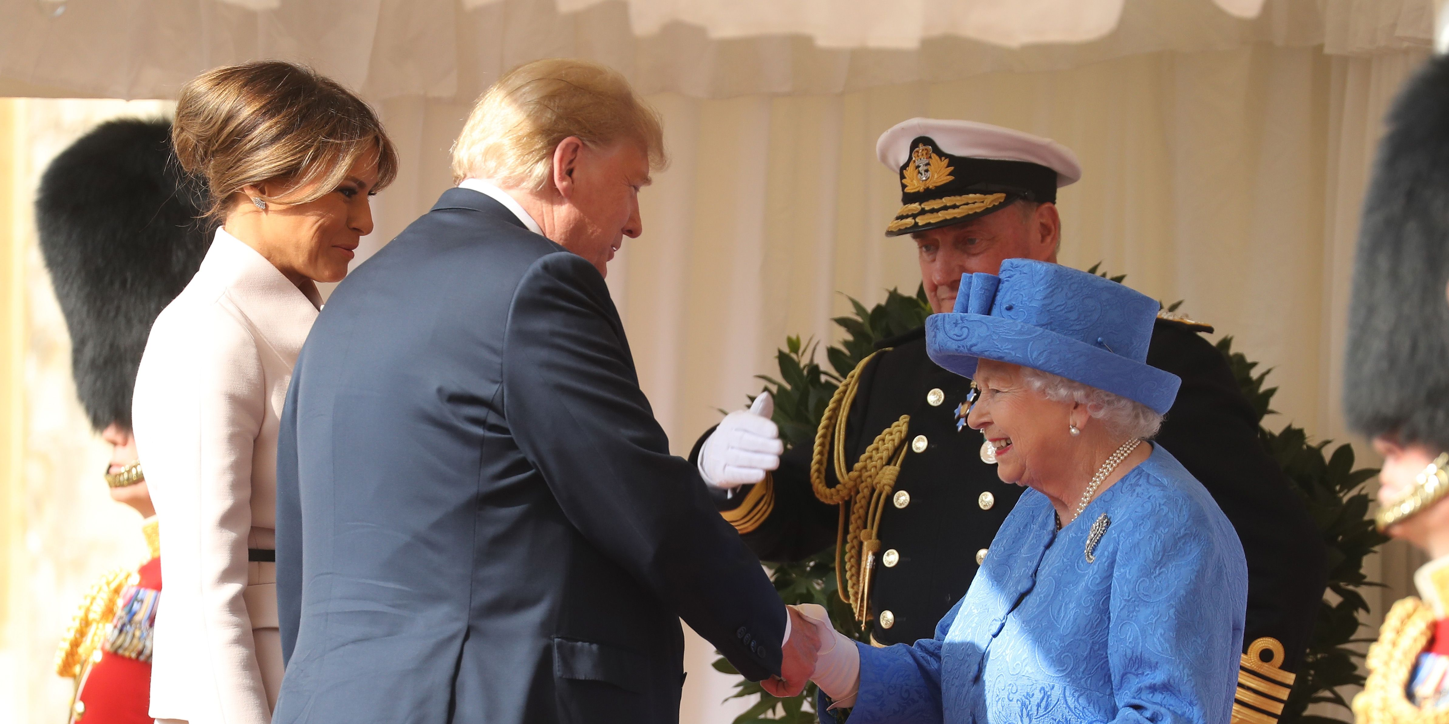 regina-elisabetta-donald-trump
